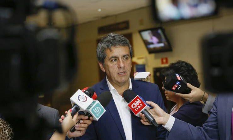 Diputado Alejandro Santana valoró postergación de la Operación Renta hasta fines de mayo.