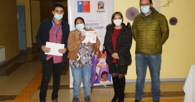 Certifican a participantes del programa mujeres jefas de hogar 2020 en Puyehue