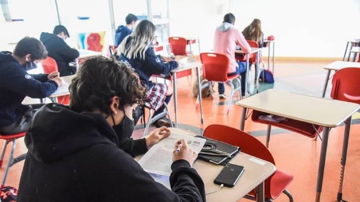 Mineduc envía proyecto de ley para recuperar a estudiantes que han salido del sistema.