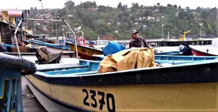 Dos armadores artesanales de San Juan de la Costa obtienen recursos para reparar sus embarcaciones.