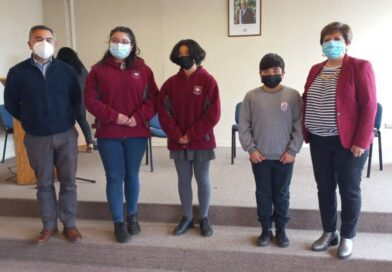 Tres alumnos de escuelas municipales resultaron ganadores en concurso de pintura.